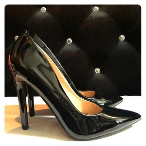 NWT Black Patent Pointed Toe Pumps